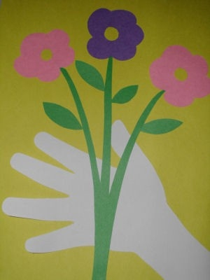 Mother's Day Arts And Crafts Project Ideas And Tutorials For Kids with regard to Construction Paper Art For Kids 29000